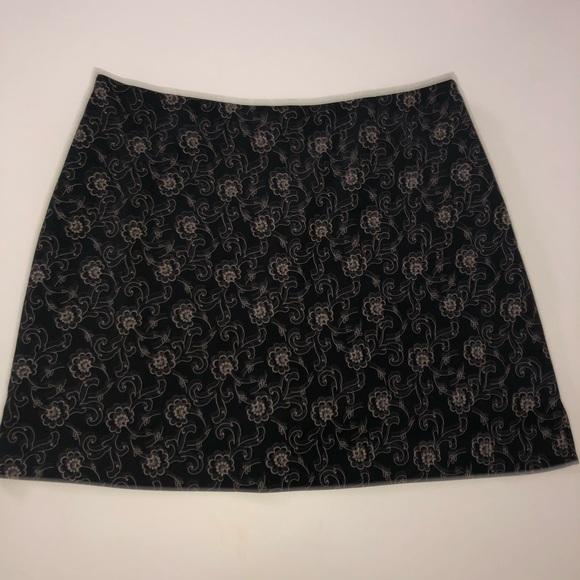Banana Republic Pants - Banana republic black Floral skirt skort 12